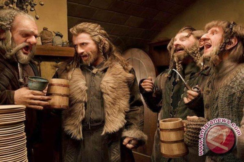 """Jubah Superman dan pipa Bilbo Baggins """"Lord of the Rings"""" dilelang"""