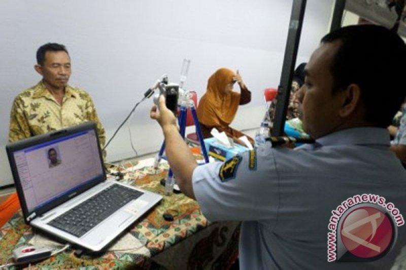 Masih ada puluhan calon haji Bojonegoro-Jatim belum membuat paspor