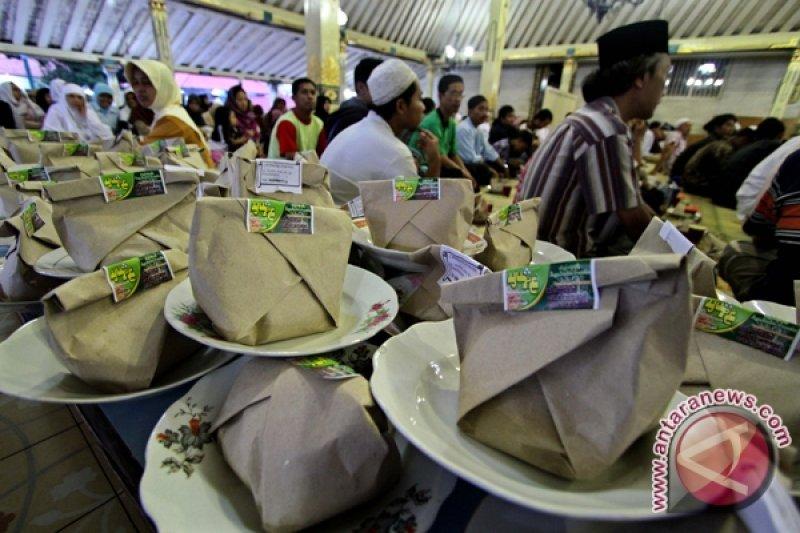 Masjid Gedhe siapkan 1.600 nasi bungkus setiap hari