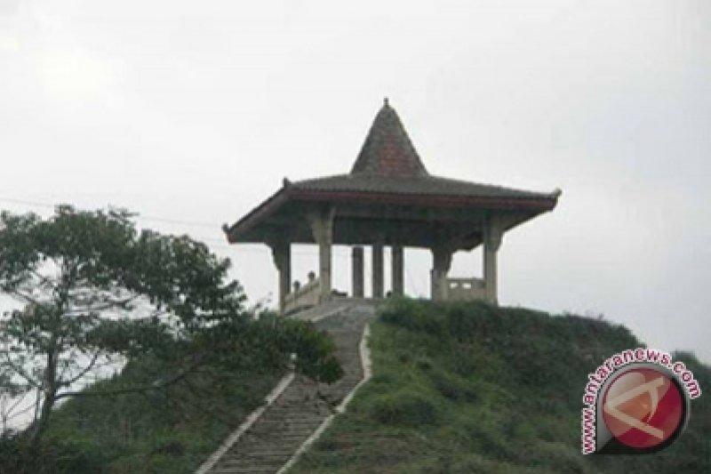 BPBD:  jalan menuju Puncak Suroloyo tertutup longsoran