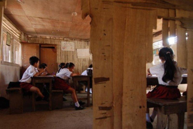 Sekolah Berdinding Bambu