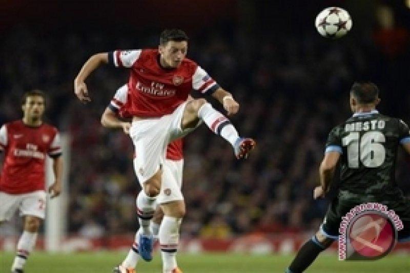 Wenger: Ozil Absen Tiga Pertandingan Karena Cedera Bahu