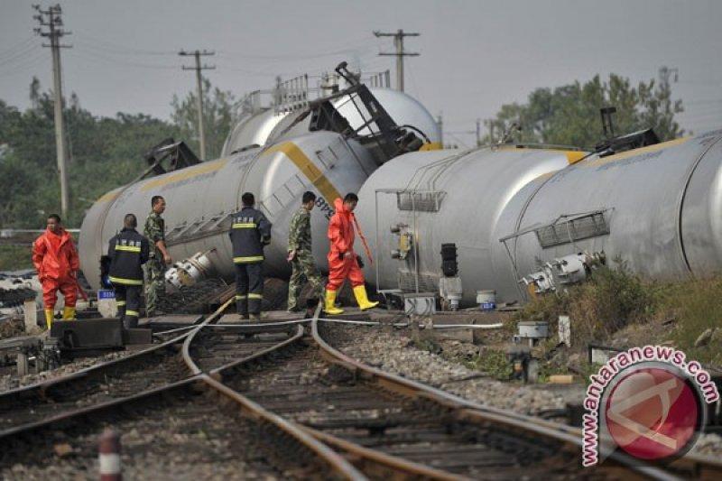 Satu tewas, 127 luka saat kereta anjlok dan terbakar di China tengah