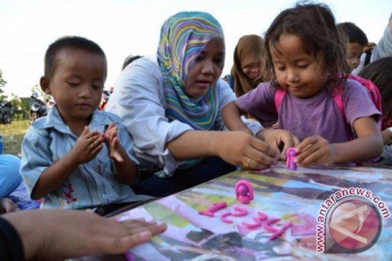 Rumah belajar anak jalanan mendapat bantuan komunitas