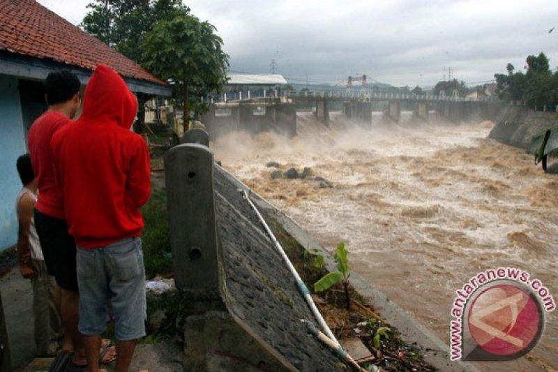 BPBD: pintu air Pasar Ikan Jakarta Utara siaga III
