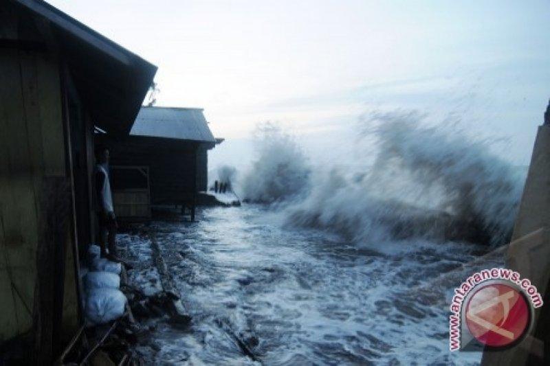 Musim Ombak  Hambat Penyaluran Raskin Di Banggai Laut