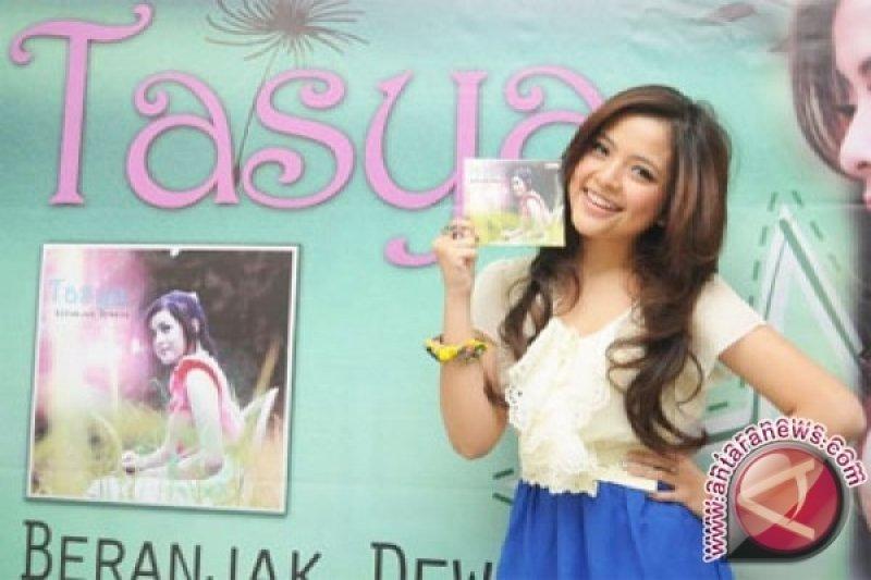 Tasya Kamila salah satu orang Indonesia pertama yang pakai Iphone XR
