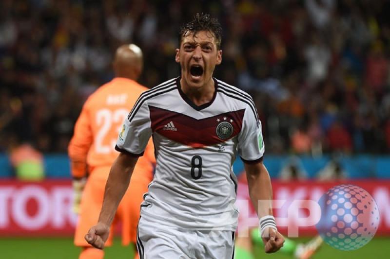 Kanselir Jerman hormati keputusan Ozil mundur dari timnas