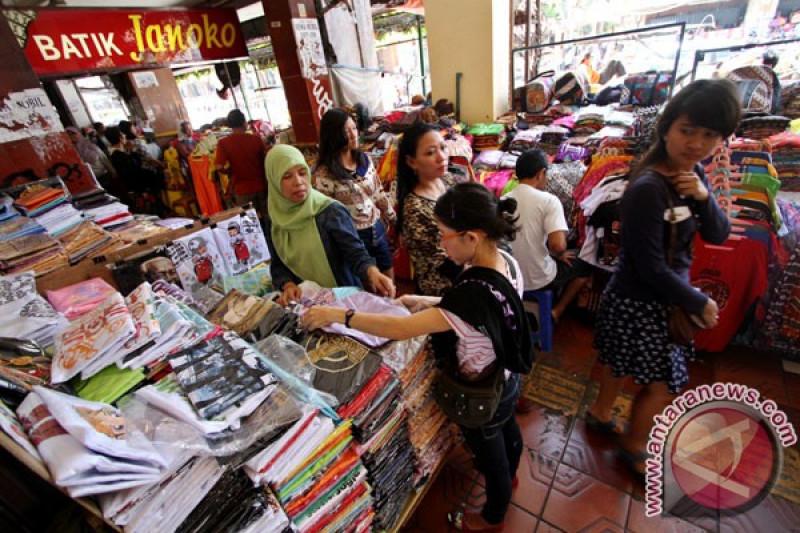 PKL di Bogor kuasai trotoar di malam takbiran