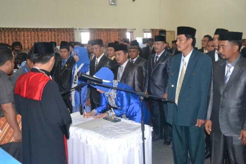 25 Anggota DPRD Bombana Resmi Dilantik
