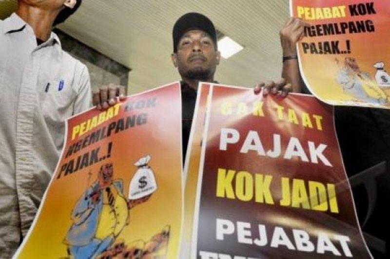 Dua pengemplang pajak dilimpahkan ke Kejari Semarang