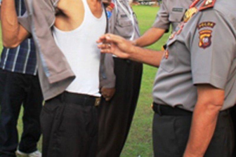 Oknum polisi ini dipecat karena meninggalkan tugas 30 hari berturut-turut