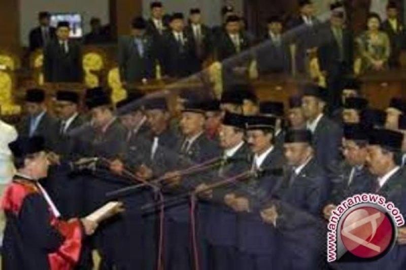 20 Anggota DPRD Kabupaten Supiori dilantik