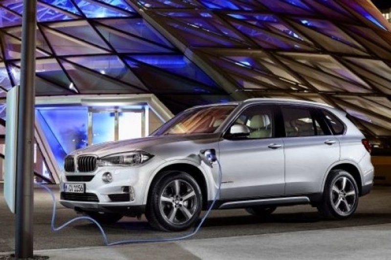 BMW tunggu regulasi sebelum hadirkan SAV hybrid