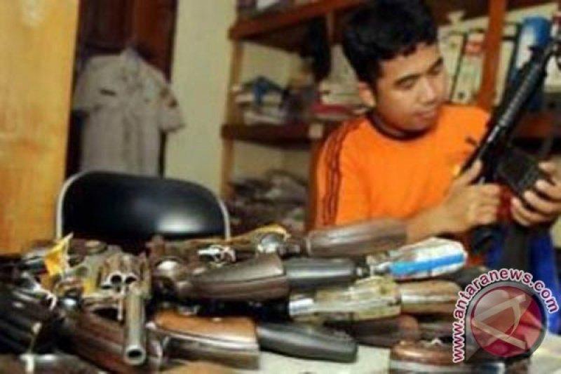 Polres Polewali Mandar tangkap perakit senpi rakitan