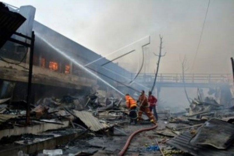 Tim Labfor Amankan Bukti Kebakaran Pasar Johar