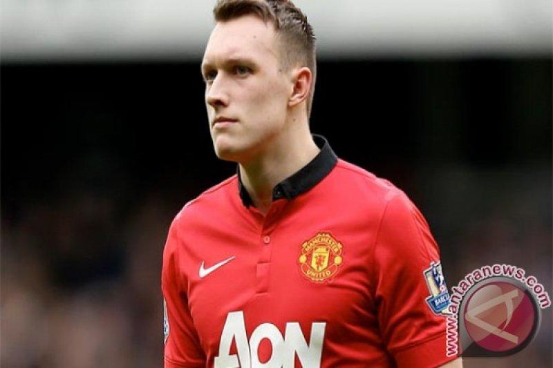 Jones perpanjang kontrak dengan Manchester United