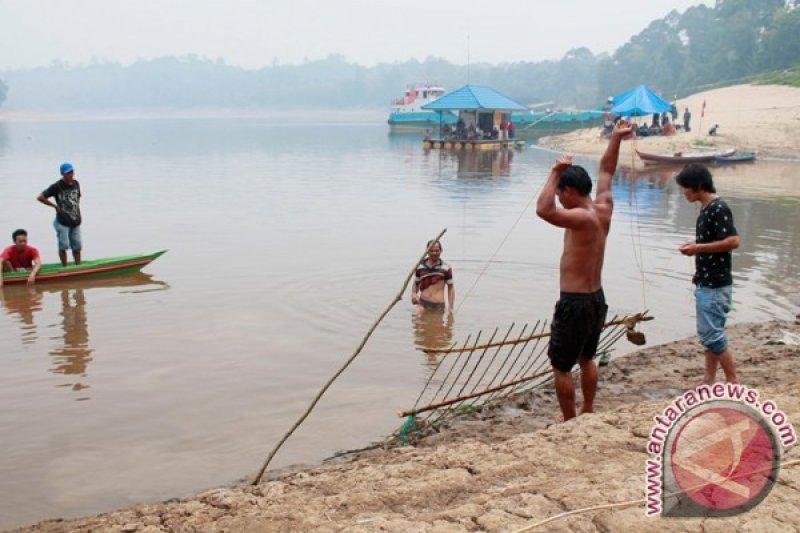 Kakak Beradik Tenggelam di Sungai Barito Ditemukan Tewas