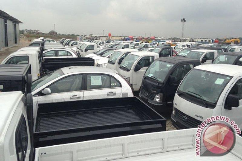 Laba Tata Motors melonjak tiga kali lipat