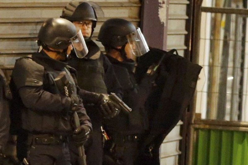 Polisi Prancis unjuk rasa menentang larangan mencekik