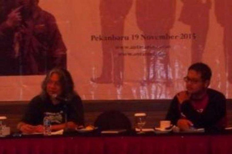 Puluhan  Humas Riau dapat Pelatihan Fotografi dari Oscar Motuloh