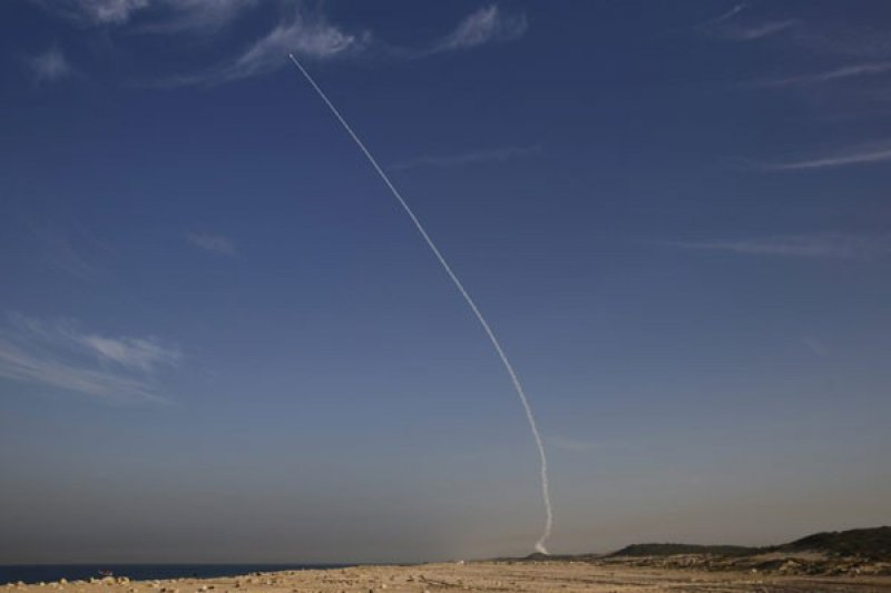 Pesawat tempur Israel serang pangkalan udara Suriah