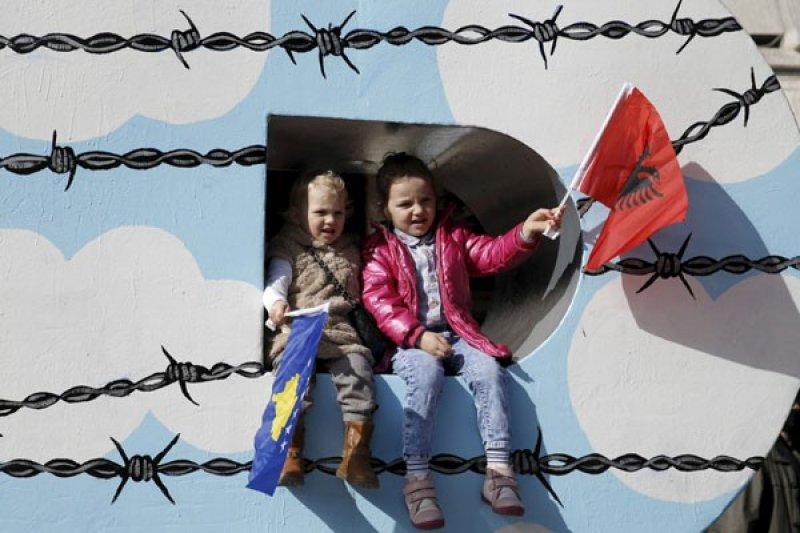 Kosovo penjarakan enam orang karena berencana serang tentara NATO
