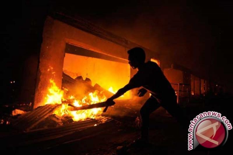 Ruang Markas Brimob Polda Sulsel terbakar