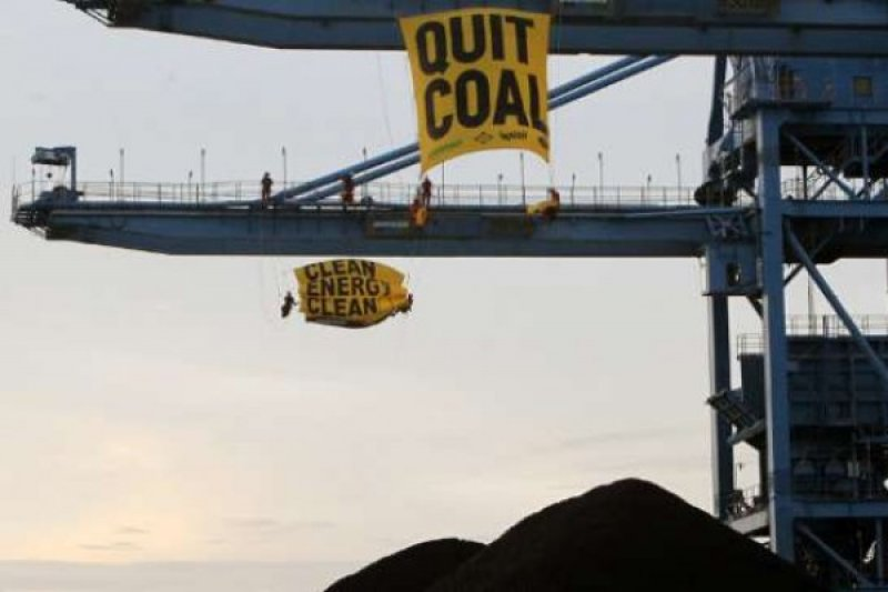 Ini Aksi Aktivis Lingkungan Di PLTU Cirebon, Tinggalkan Batubara!!!