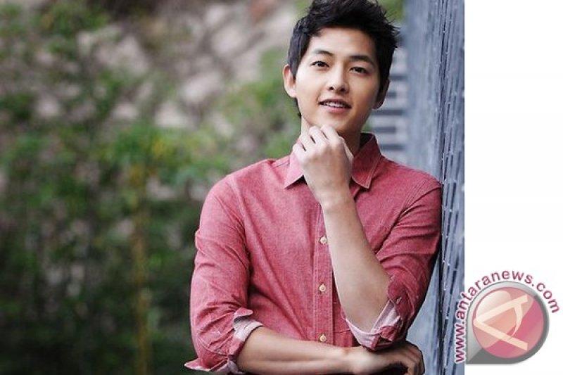 Song Joong-ki hadir di Mnet Asian Music Awards sebagai pembawa acara