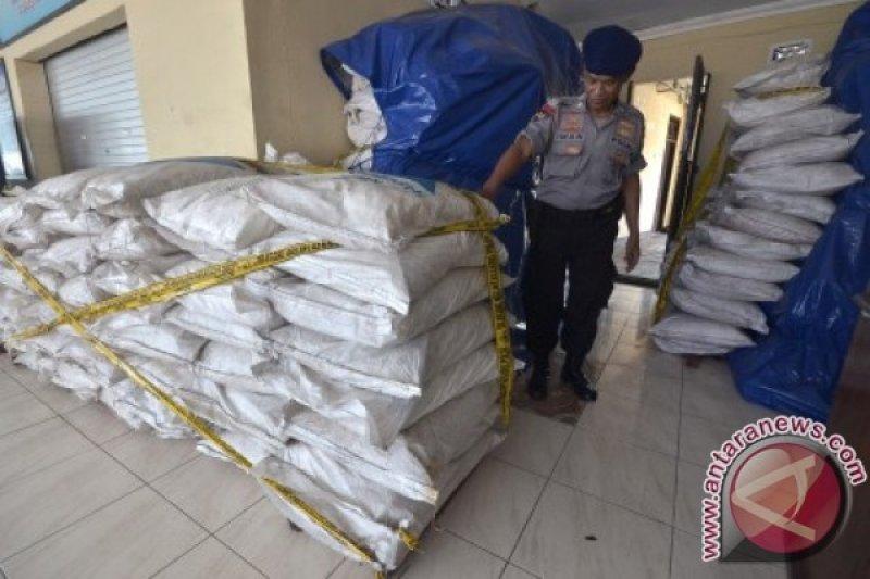 TNI gagalkan pengiriman bahan bom ikan di Maros