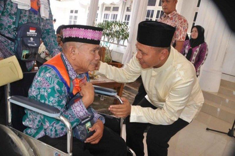 Bupati Lepas Keberangkatan Jemaah Calon Haji Lampung Tengah
