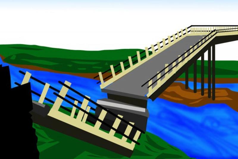 Jembatan penghubung dua desa di Tapanuli Utara ambrol