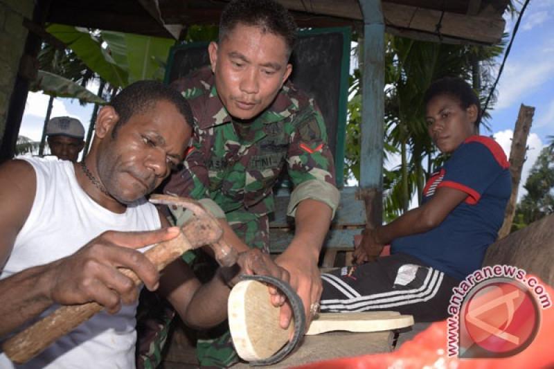 Antisipasi banjir di Keerom-Papua, Satgas Pamtas TNI bantu warga