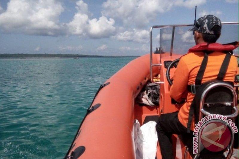 Basarnas evakuasi penumpang kapal yang karam di perairan Wakatobi