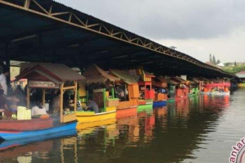 """Berburu Makan Unik Di """"Floating Market Lembang"""""""