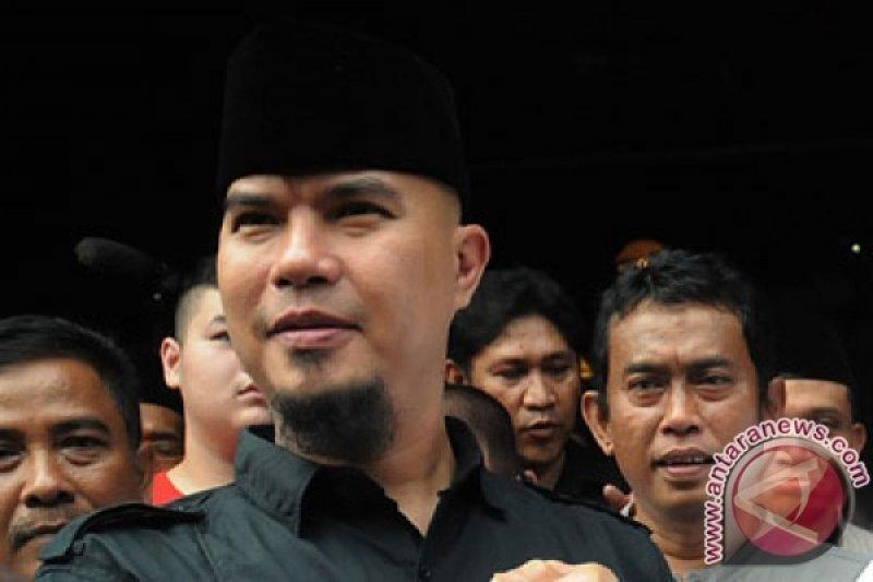 Relawan Jokowi Melaporkan Ahmad Dhani ke Polisi