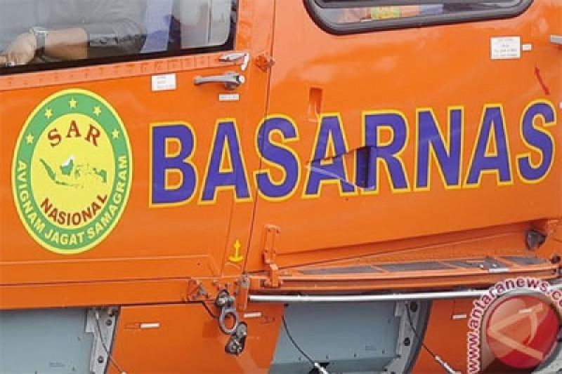 Tim SAR evakuasi kapal nelayan berpumpang tujuh orang