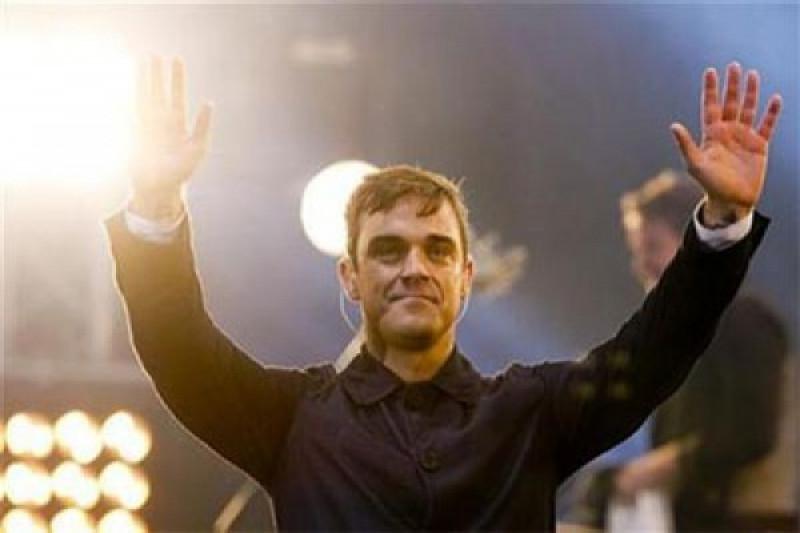 Fox minta maaf atas gestur jari tengah Robbie Williams