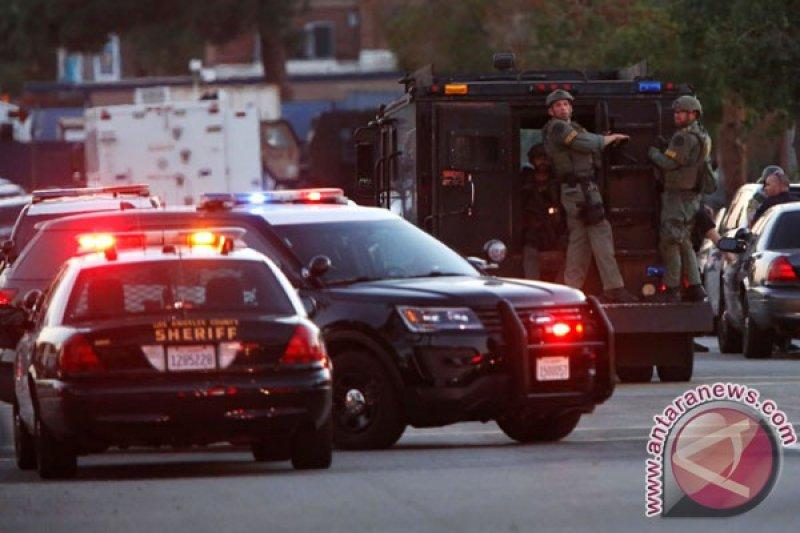 12 orang, termasuk polisi, tewas dalam penembakan bar di California