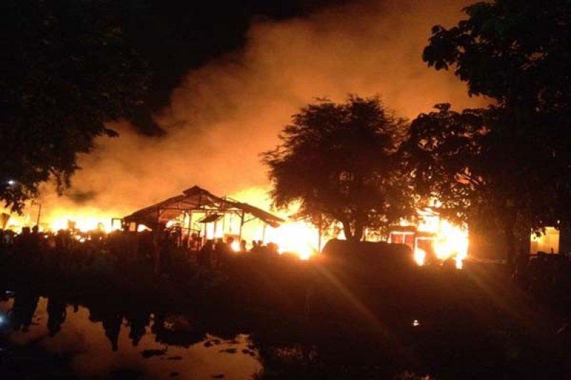Labfor Olah TKP Kebakaran Pasar Waru Semarang
