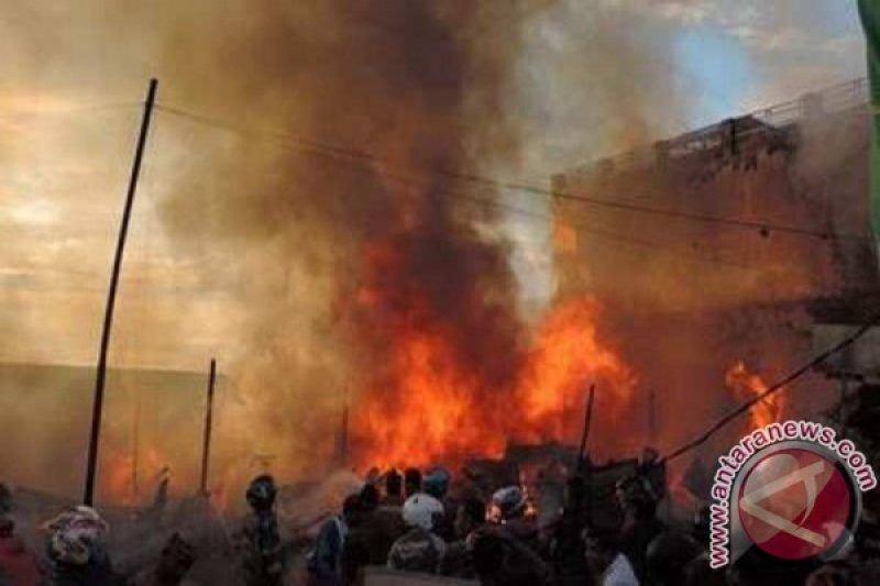 Ruko di tengah Pasar Oeba Kupang terbakar