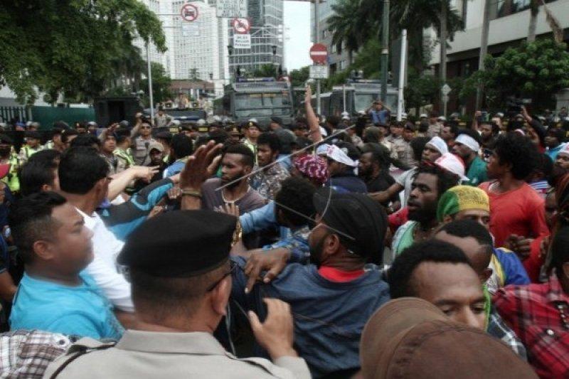 Demo Papua dibubarkan