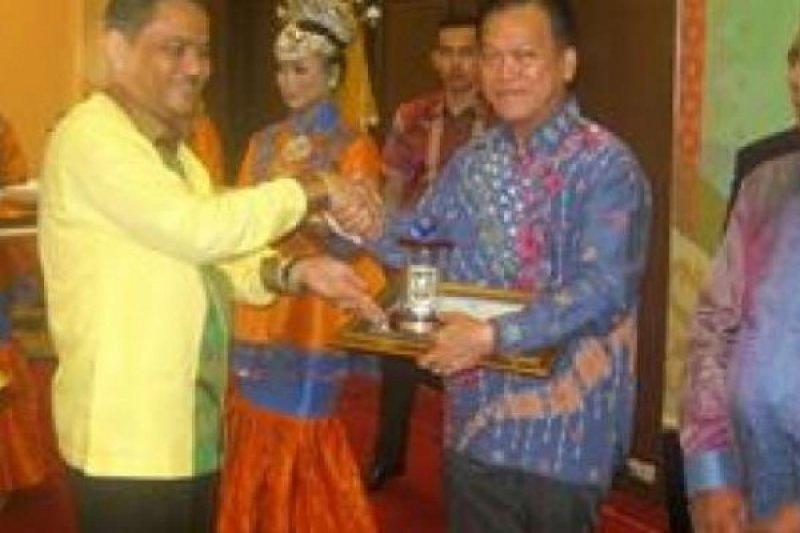 Asian Agri Raih Penghargaan Riau Investment Awards 2016 Kategori PMDN