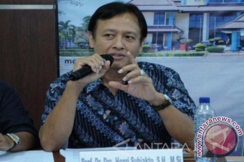 Menggandeng Kiai Ma'ruf, upaya hilangkan sekat politik identitas   Oleh Henry Subiakto *)