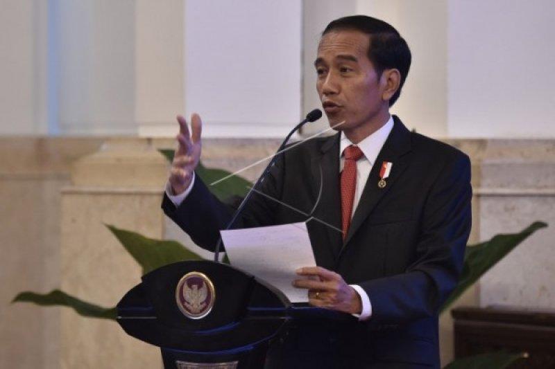 Jokowi berharap UGM tidak terjebak pada rutinitas