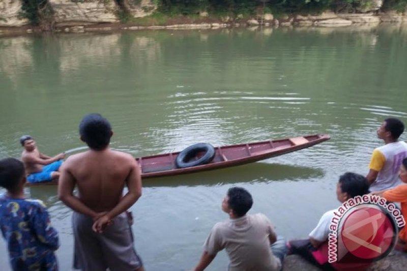 Bocah hanyut di sungai ditemukan tewas mengapung