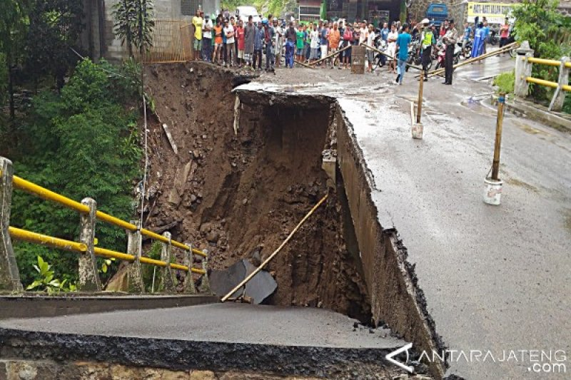 Tim Kecil Periksa Jembatan Ambrol di Boyolali
