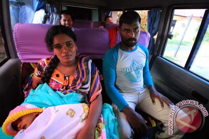 Dua warga India dideportasi karena izin tidak lengkap