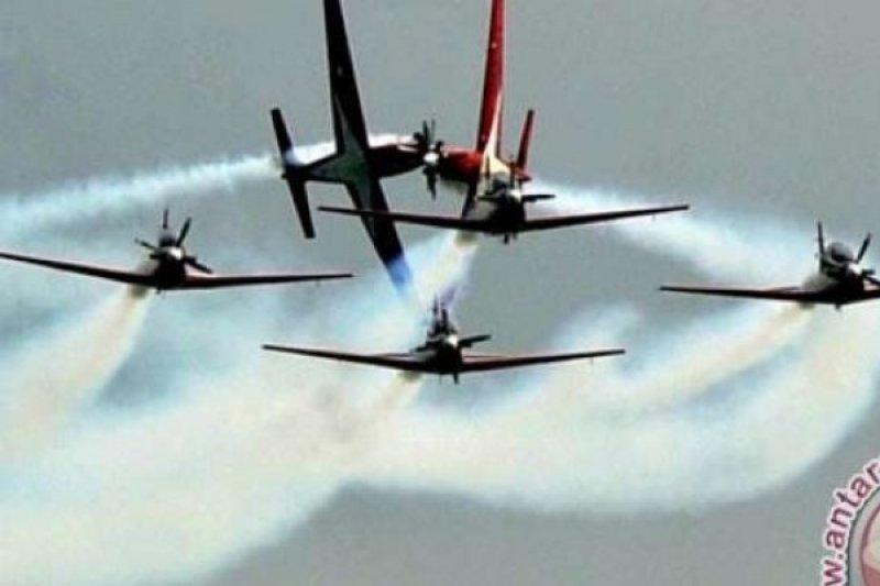Berfoto Dengan Jupiter Aerobatic Team, Kapan Lagi???